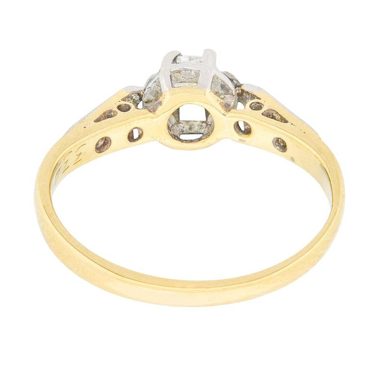 Victorian Diamond Solitaire Engagement Ring, circa 1900s In Good Condition For Sale In London, GB