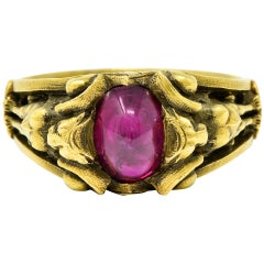 Victorian Egyptian Revival Ruby Cabochon 18 Karat Green Gold Bastet Goddess Ring