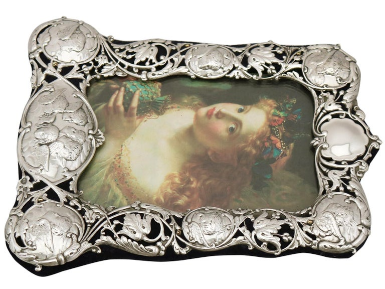 Victorian English Sterling Silver Photograph Frame by William Comyns & Sons For Sale 3