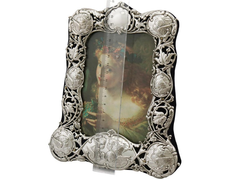 Victorian English Sterling Silver Photograph Frame by William Comyns & Sons For Sale 5