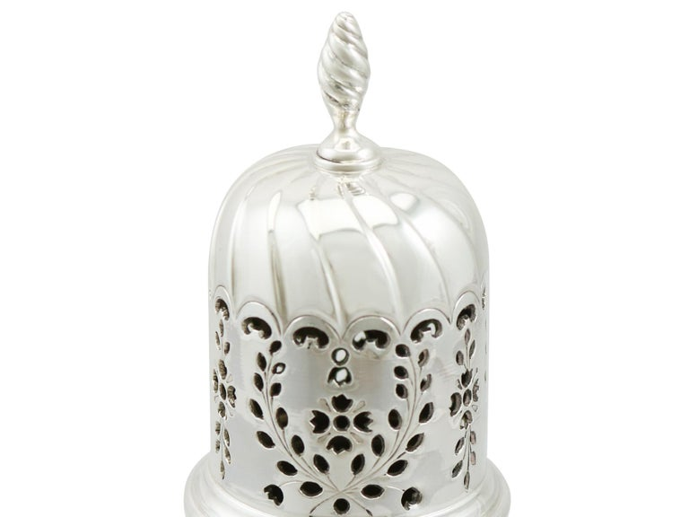 Victorian English Sterling Silver Sugar Caster In Excellent Condition For Sale In Jesmond, Newcastle Upon Tyne