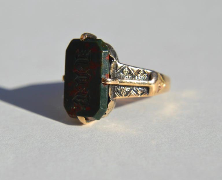 Victorian Era Antique Bloodstone 14 Karat Gold Rectangle Signet Ring In Good Condition For Sale In Crownsville, MD