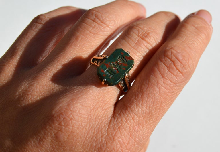 Victorian Era Antique Bloodstone 14 Karat Gold Rectangle Signet Ring For Sale 2