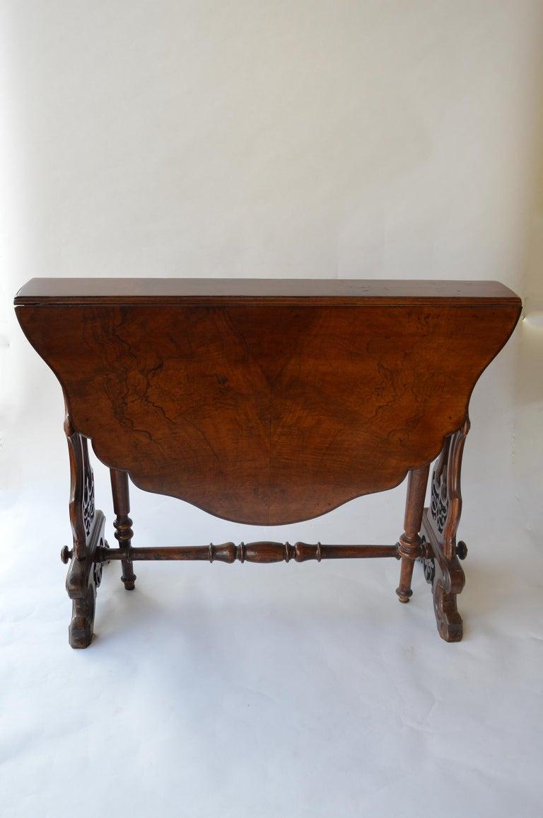 Mid-19th Century Victorian Figured Walnut Sutherland Table For Sale