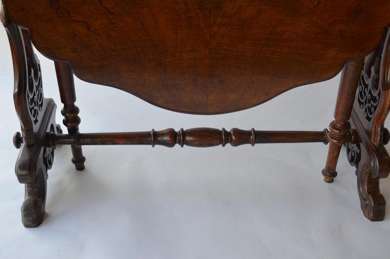 Victorian Figured Walnut Sutherland Table For Sale 1