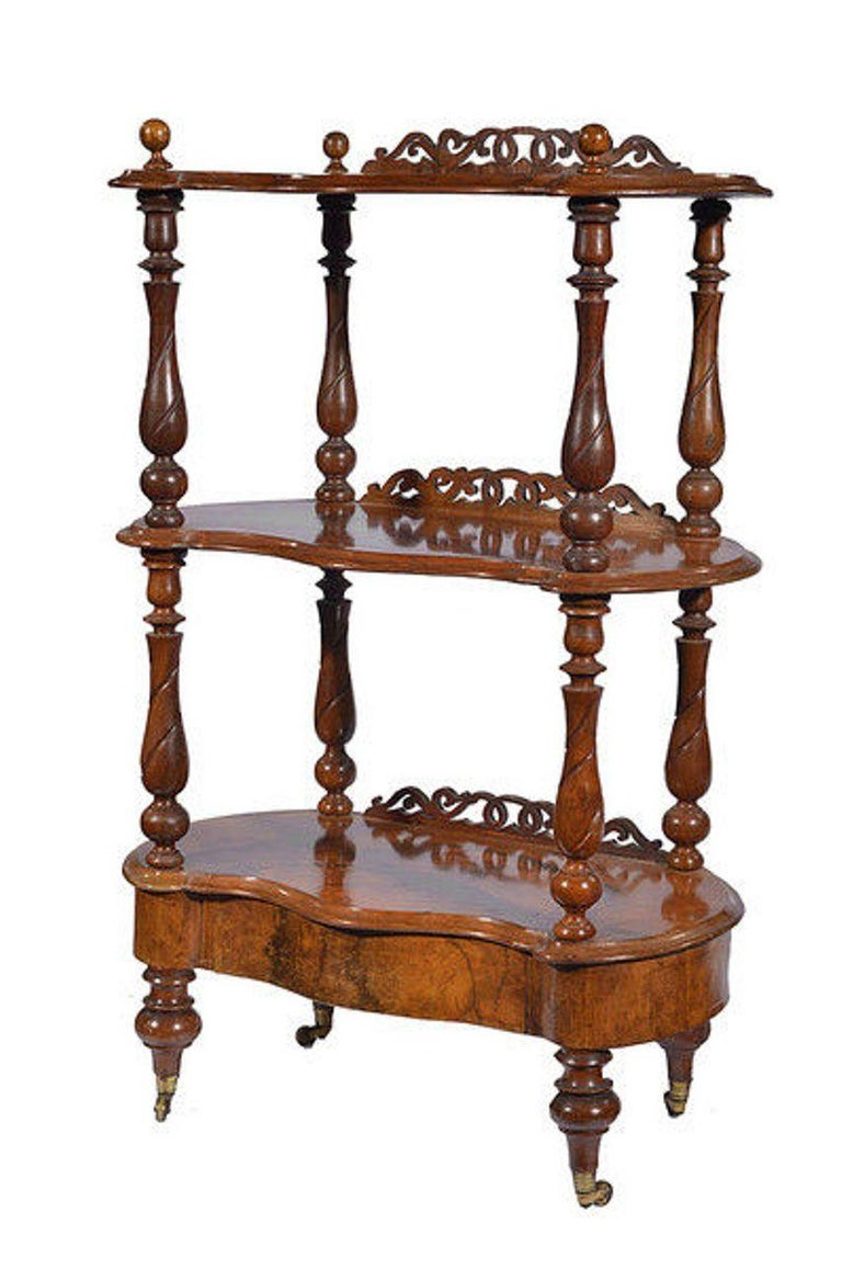 Victorian Figured Walnut Whatnot with a Concealed Drawer In Good Condition For Sale In Hemel Hempstead, Hertfordshire