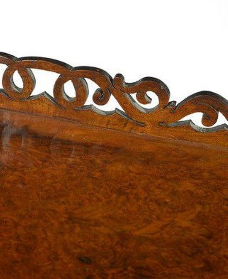 Victorian Figured Walnut Whatnot with a Concealed Drawer For Sale 1