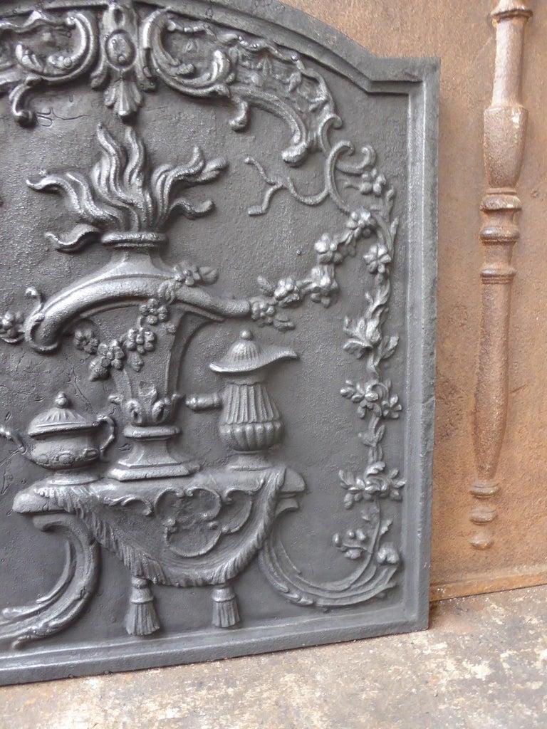 Cast Victorian 'Fire Pot' Fireback For Sale