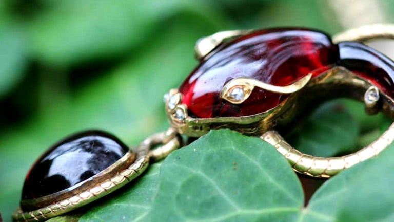 Victorian Garnet Diamond Antique Snake Pendant Necklace For Sale 1
