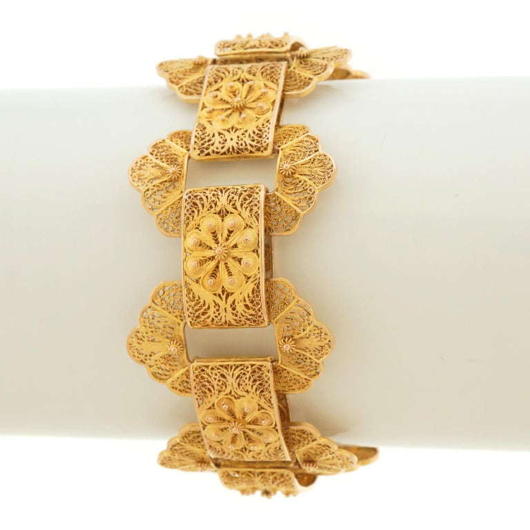 Victorian Gold Filigree Bracelet In Excellent Condition For Sale In Litchfield, CT
