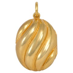 Victorian Gold Oval Double-Sided Locket Pendant with Fluted Design