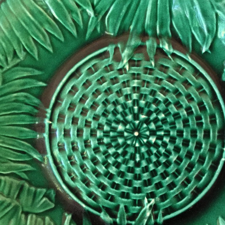English Victorian Green Majolica Palm Leaves Plate, circa 1880 For Sale