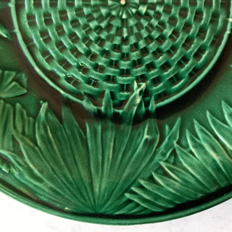 Victorian Green Majolica Palm Leaves Plate, circa 1880 In Good Condition For Sale In The Hills, TX