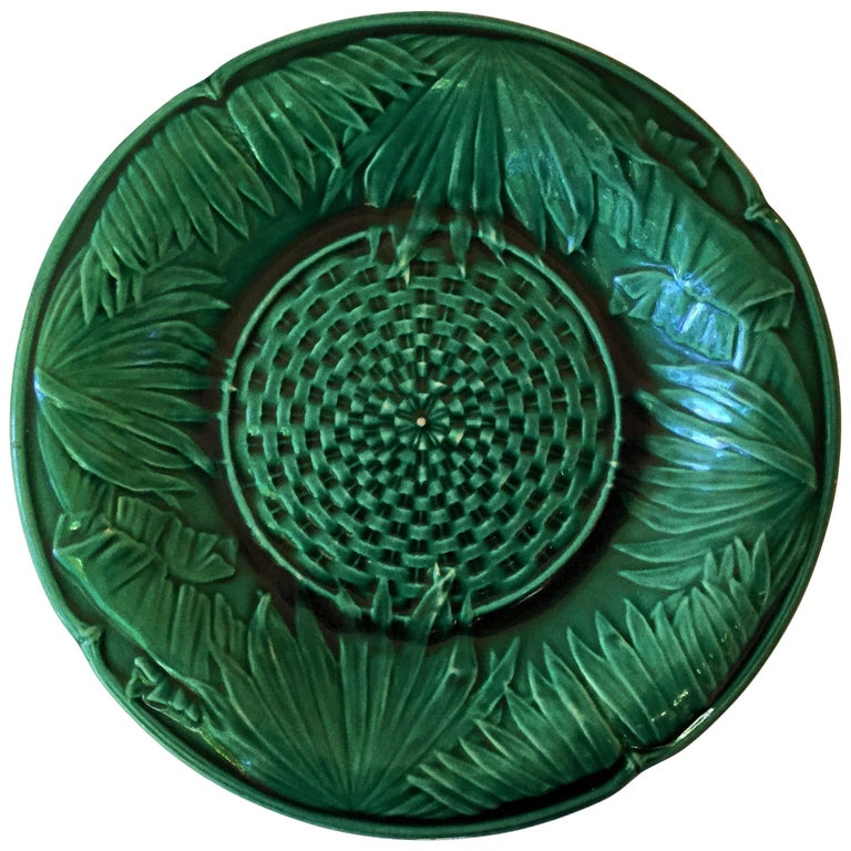 Victorian Green Majolica Palm Leaves Plate, circa 1880 For Sale