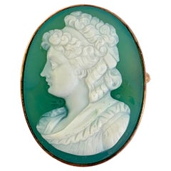 Victorian Green Onyx Hard Stone Cameo 14 Karat Yellow Gold Brooch Pin