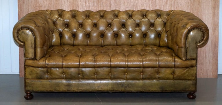 We are delighted to offer for sale this original Victorian horse hair filled hand dyed green leather Chesterfield fully buttoned sofa  A very good looking and well made sofa, the upholstery looks to be the original hand dyed hide, you can tell the
