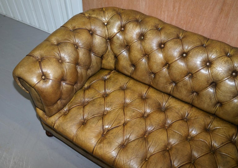 Victorian Horse Hair Green Hand Dyed Leather Chesterfield Fully Button Base Sofa In Good Condition For Sale In London, GB