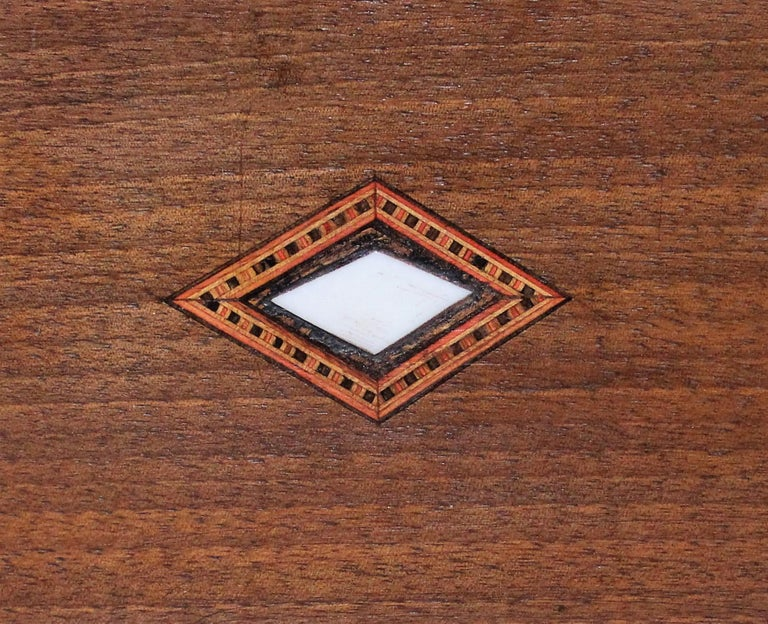 Victorian Inlaid Box with Mother of Pearl For Sale 2