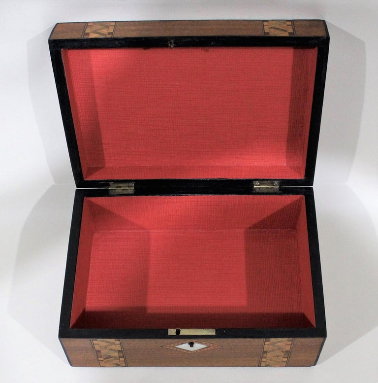 Victorian Inlaid Box with Mother of Pearl For Sale 3