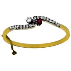 Victorian Ladies 15 Karat Gold Bangle with Diamonds and a Ruby, Enlgand, 1880