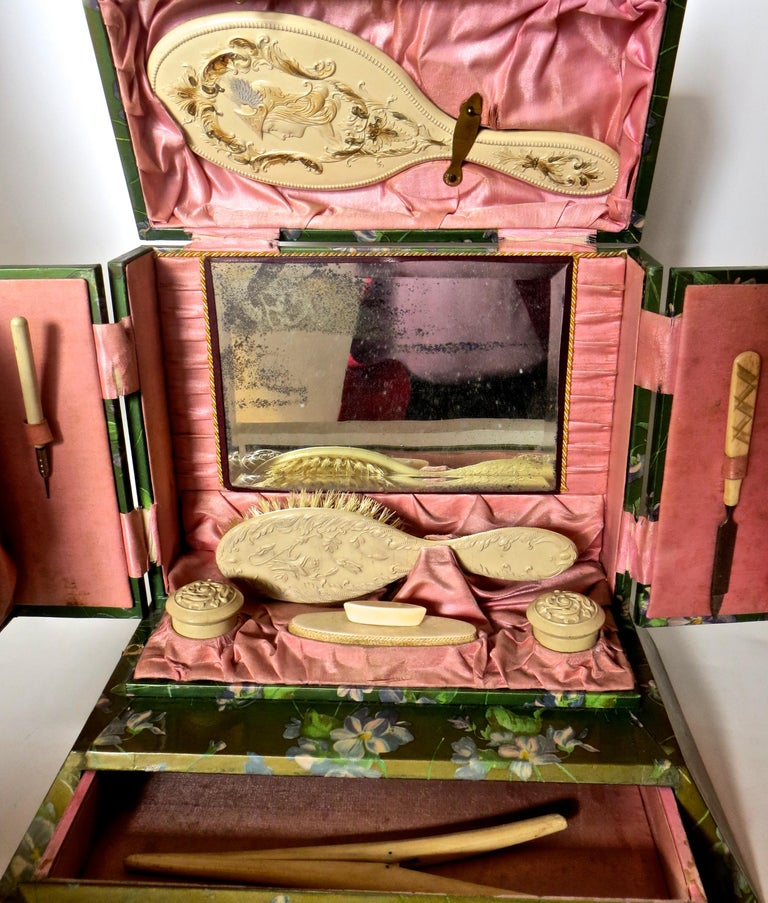 Victorian Lady's Necessaire Table Top Toiletry Box, American, circa 1900 For Sale 11