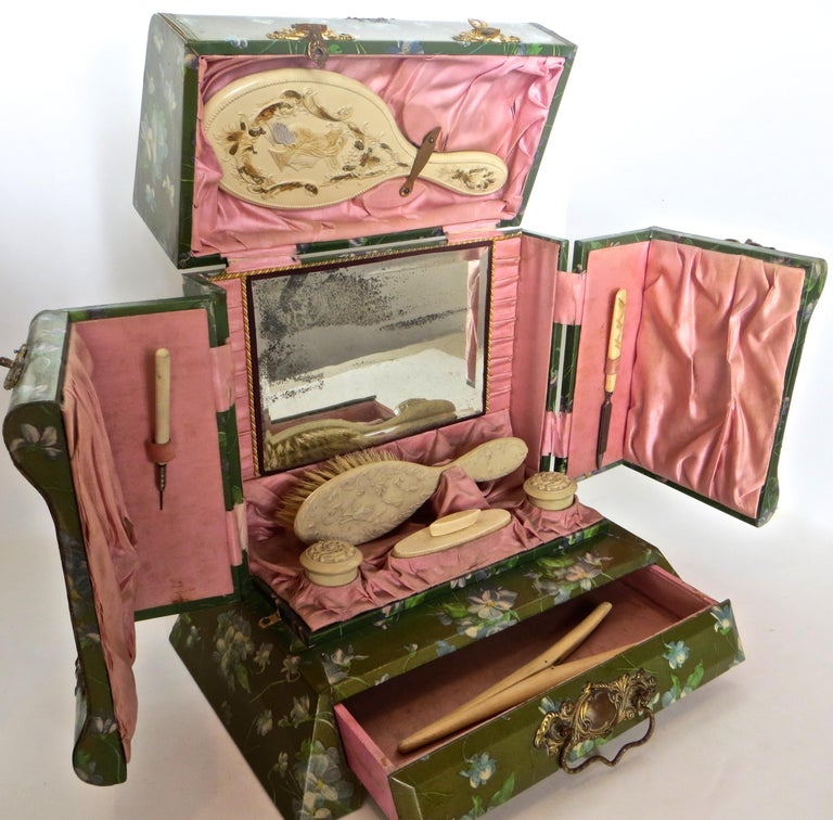 Victorian Lady's Necessaire Table Top Toiletry Box, American, circa 1900 For Sale 15