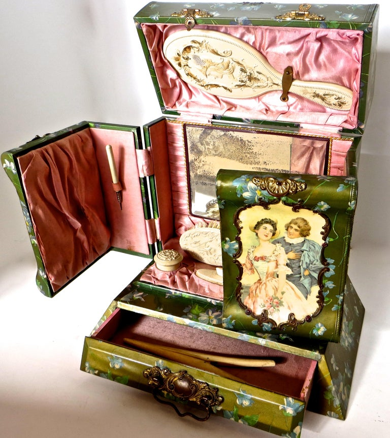 Victorian Lady's Necessaire Table Top Toiletry Box, American, circa 1900 In Good Condition For Sale In Incline Village, NV