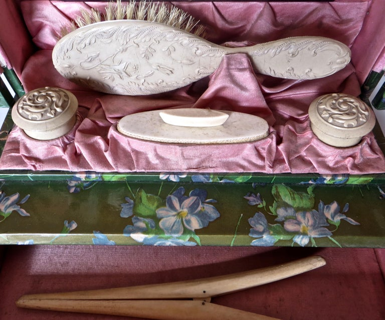 Victorian Lady's Necessaire Table Top Toiletry Box, American, circa 1900 For Sale 3