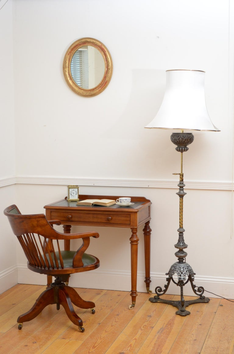Victorian Mahogany Writing Table of Narrow Proportions For Sale 7