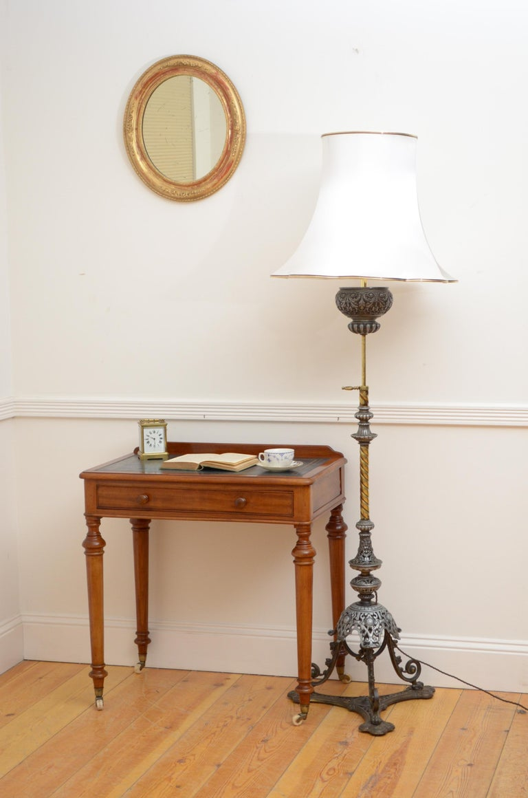 Victorian Mahogany Writing Table of Narrow Proportions For Sale 8