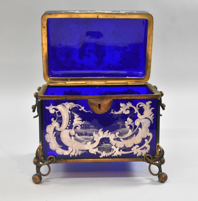 Victorian Mary Gregory Cobalt Blue Jewelry Casket In Good Condition For Sale In Toledo, OH