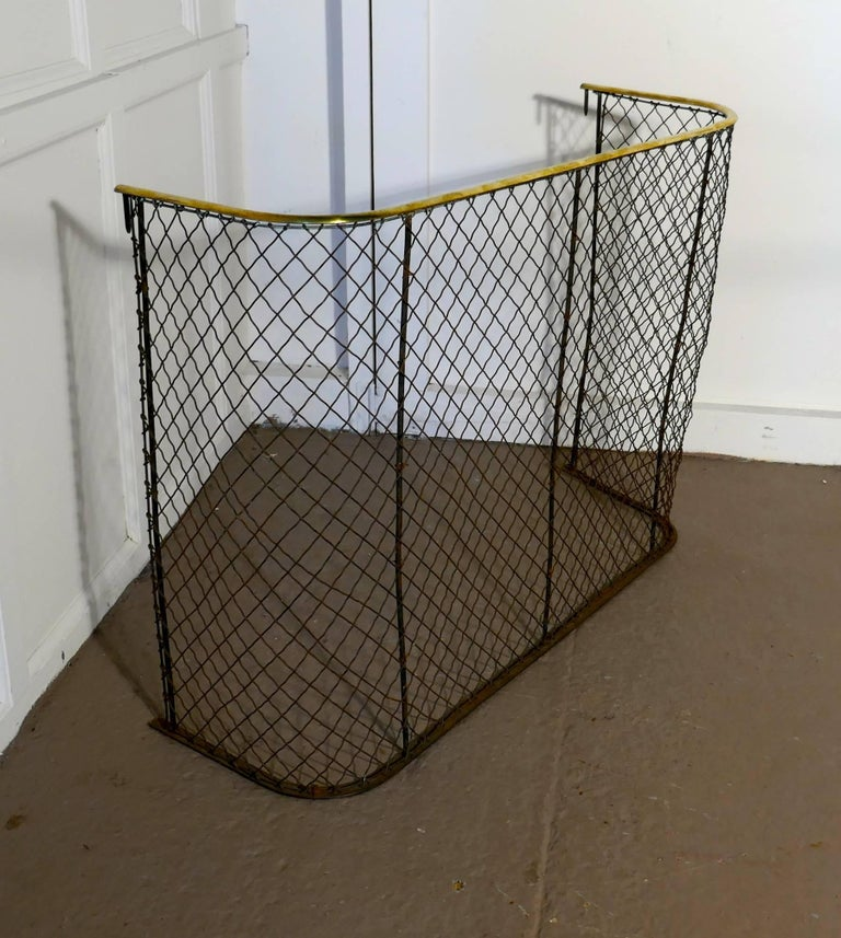 Victorian Nursery Fire Guard, Brass Fender In Good Condition For Sale In Chillerton, Isle of Wight