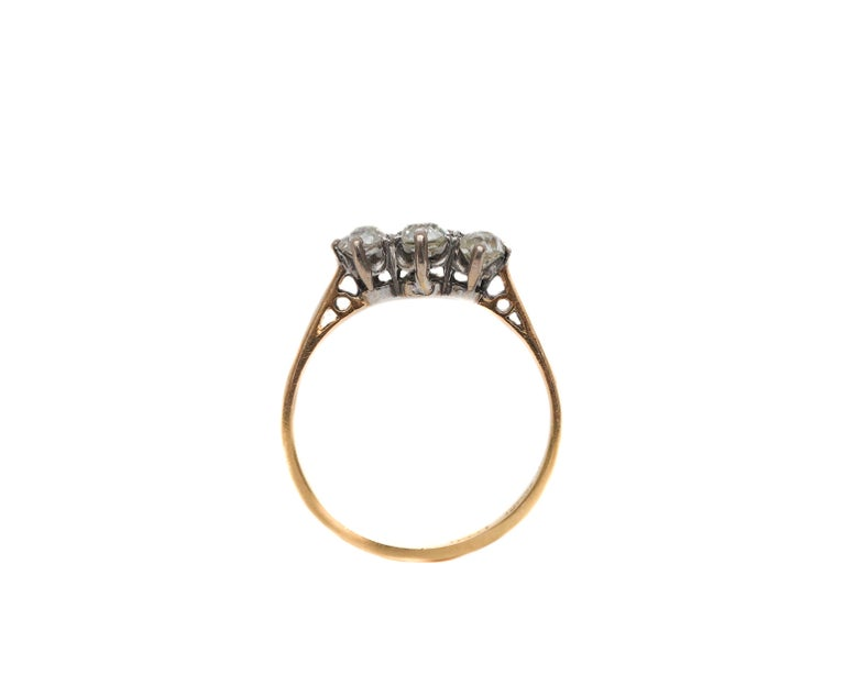 Late Victorian Victorian Old Mine Cut Diamond 3-Stone Ring Yellow Gold and Platinum For Sale