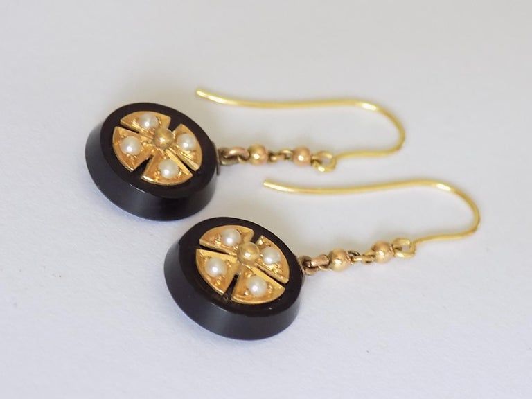 Victorian Onyx Seed Pearl Gold Earrings In Good Condition For Sale In Boston, Lincolnshire