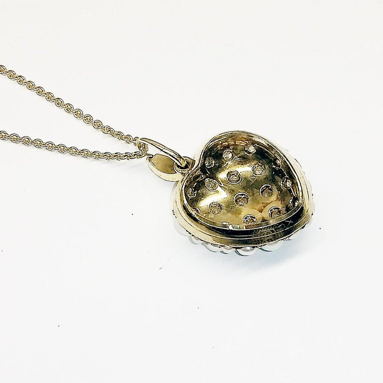 Victorian Pearl and Diamond Heart Locket, English, circa 1880 In Good Condition For Sale In New York, NY