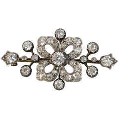 Victorian Period VS 2.50 Carat Old Cut Diamond 18 Carat Gold Brooch