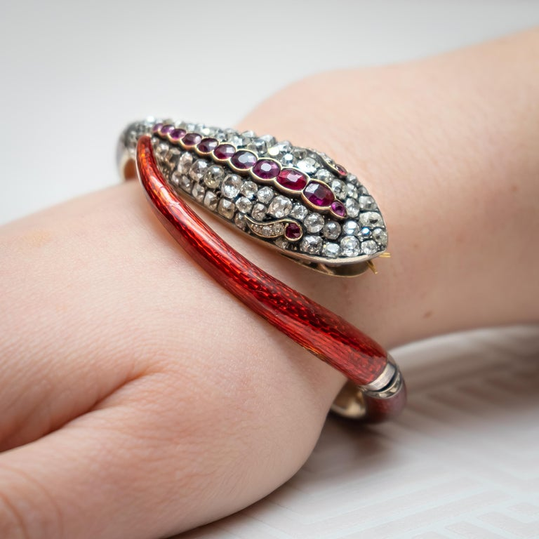 Victorian Diamond and Red Enamel Gold Snake Bangle Bracelet In Fair Condition For Sale In London, GB