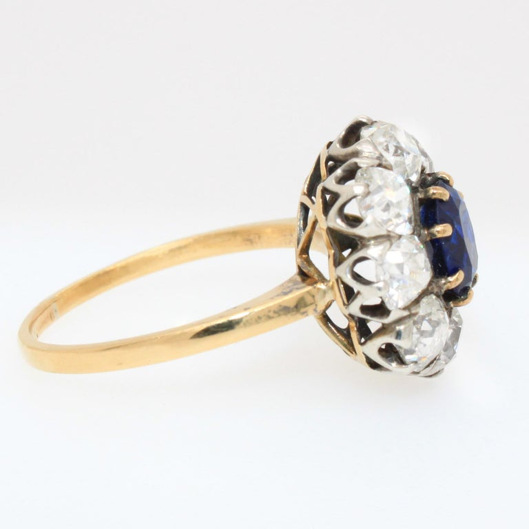 Victorian Sapphire 'No Heat' and Diamond Cluster Ring, 1880s In Excellent Condition For Sale In Idar-Oberstein, DE