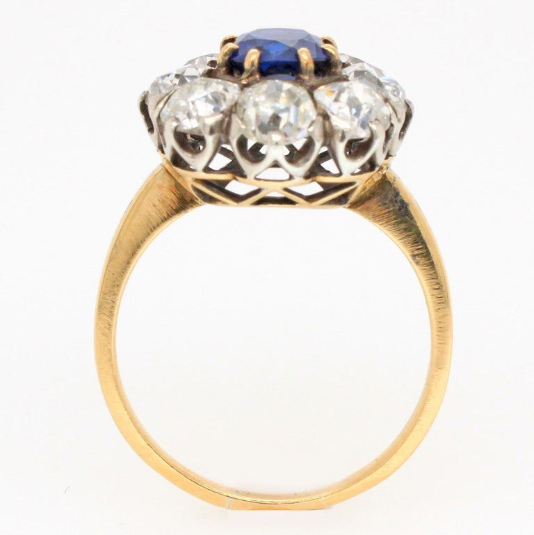 Victorian Sapphire 'No Heat' and Diamond Cluster Ring, 1880s For Sale 1