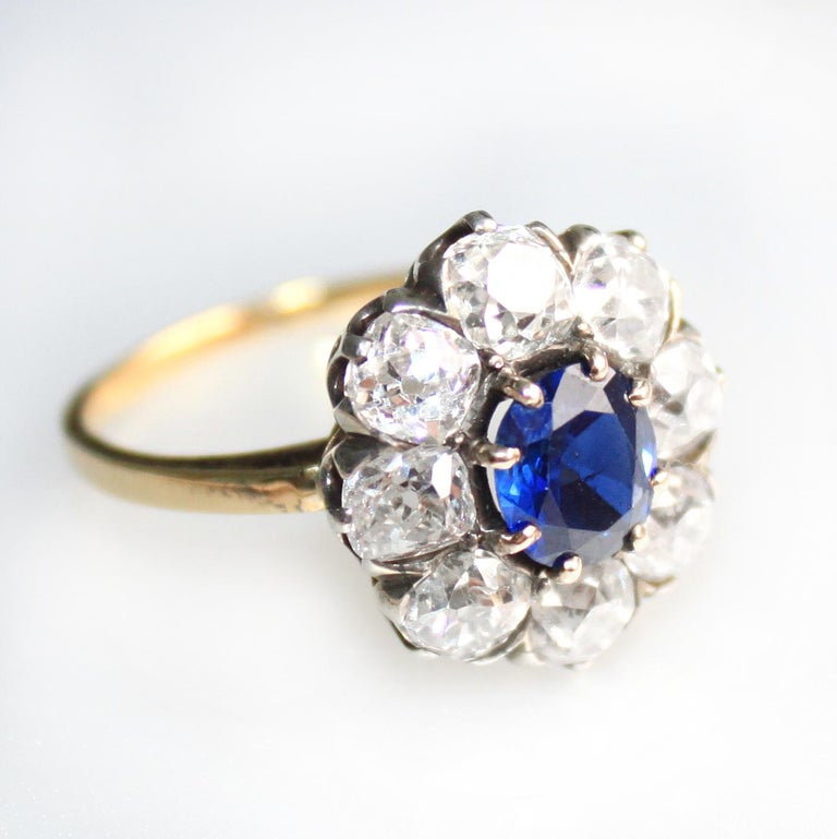 Victorian Sapphire 'No Heat' and Diamond Cluster Ring, 1880s For Sale 2