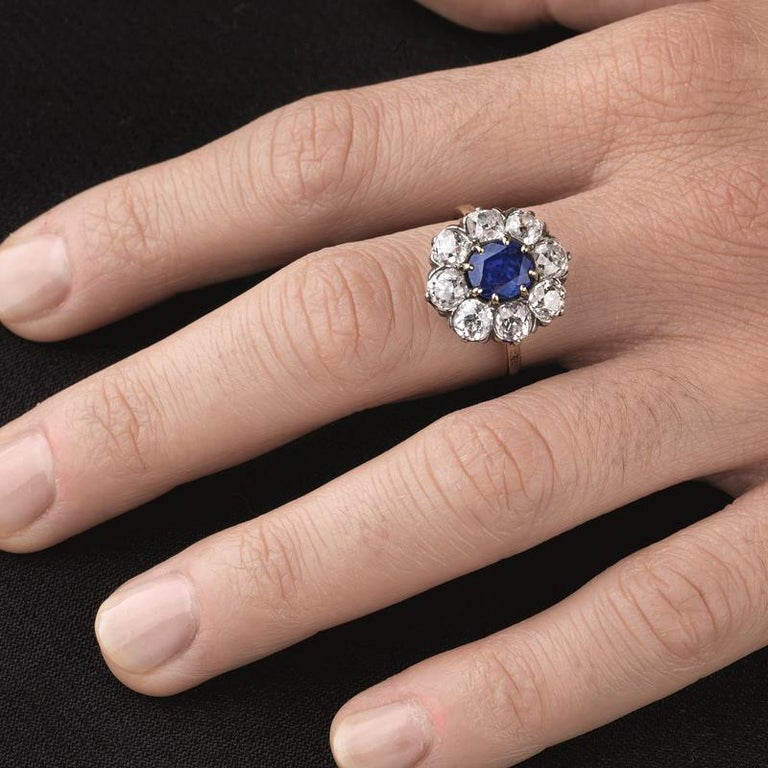 Victorian Sapphire 'No Heat' and Diamond Cluster Ring, 1880s For Sale 3