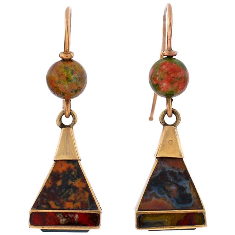 Victorian Scottish Agate Pyramidal Gold Earrings For Sale