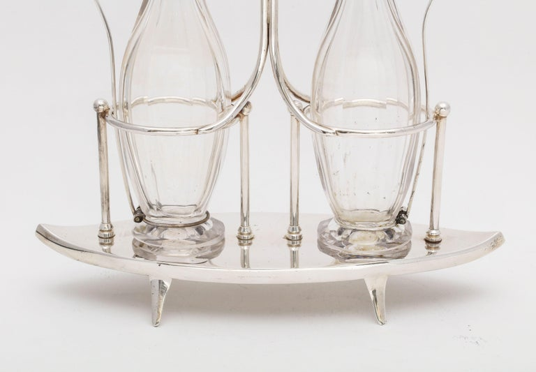 Victorian Sheffield Plate Footed Two-Bottle Cruet Set by William Hutton and Sons In Good Condition For Sale In New York, NY