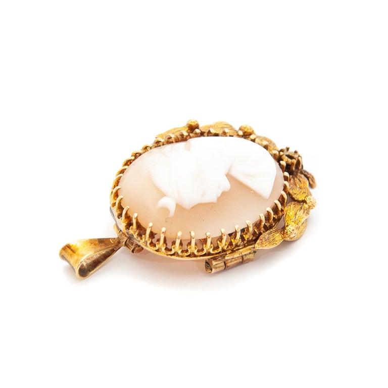Women's 14 Karat Yellow Gold Shell Cameo Pendant Brooch For Sale