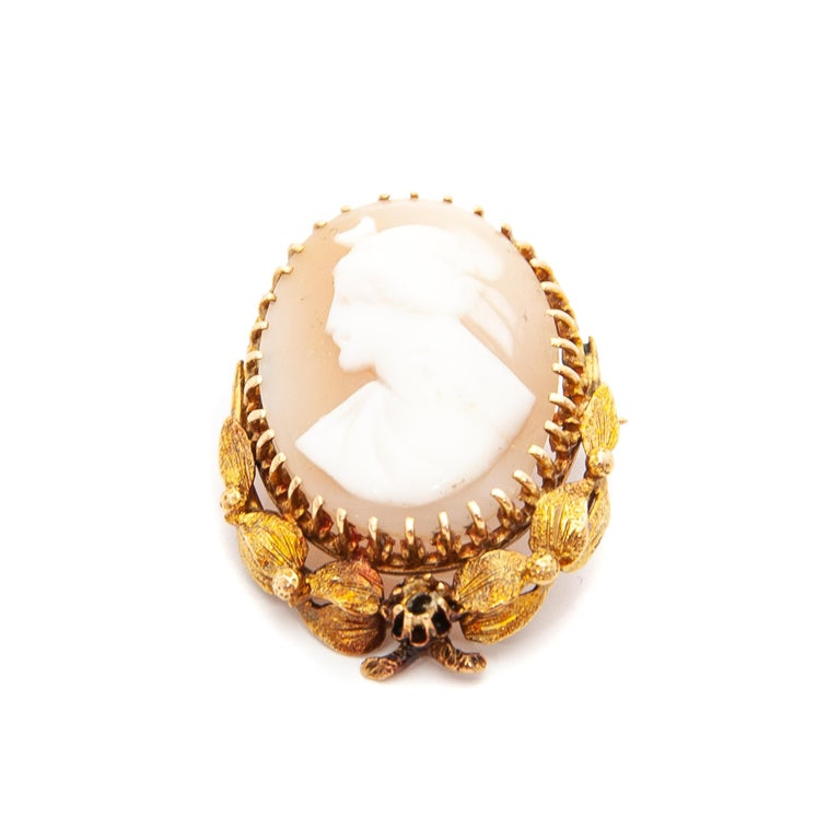 14 Karat Yellow Gold Shell Cameo Pendant Brooch For Sale 2