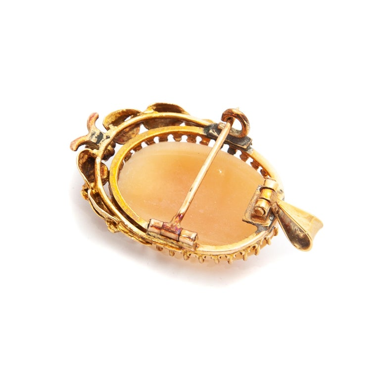 14 Karat Yellow Gold Shell Cameo Pendant Brooch For Sale 3