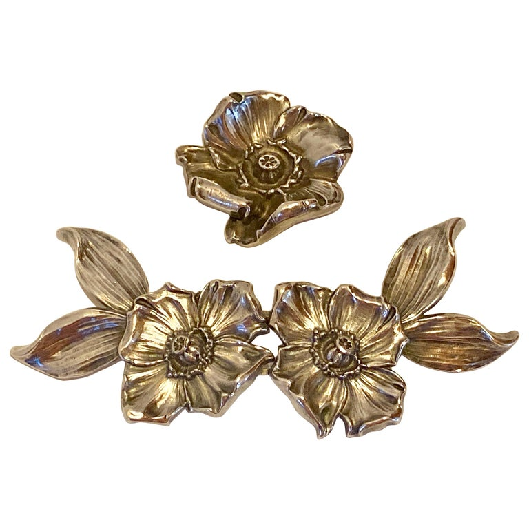 Victorian Sterling Silver Floral 2-Piece Belt Buckle With Matching Floral Brooch For Sale