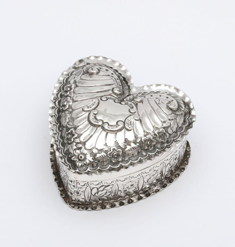 Victorian Sterling Silver Heart-Form Trinkets Box with Hinged Lid For Sale 7