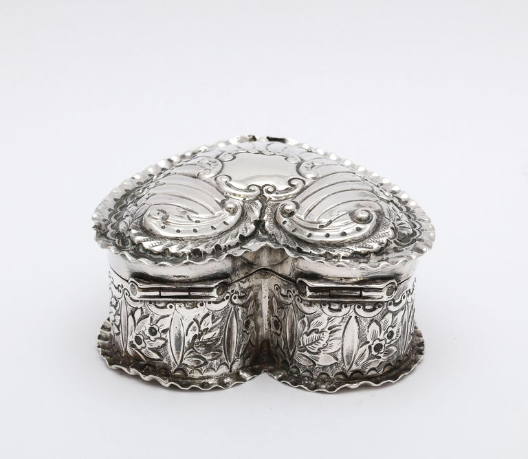 Victorian Sterling Silver Heart-Form Trinkets Box with Hinged Lid In Good Condition For Sale In New York, NY