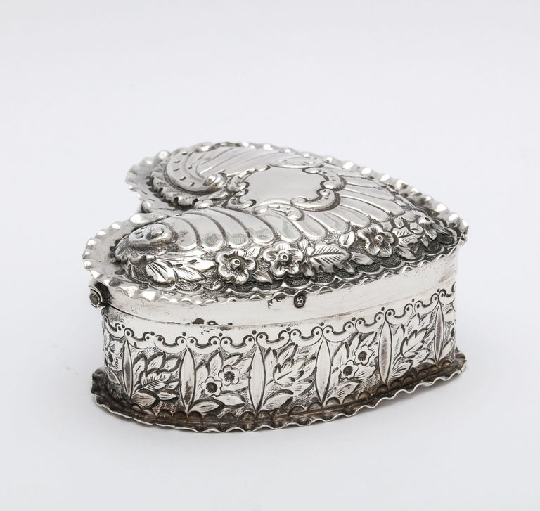 Victorian Sterling Silver Heart-Form Trinkets Box with Hinged Lid For Sale 1